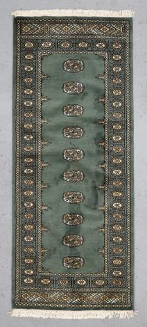 100069-1 Winter Spruce Green Runner 198 x 82 cm